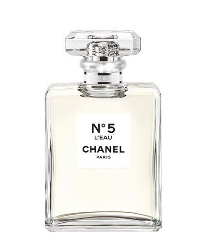 Stop Everything: Chanel Is Launching A New N0 .5 #refinery29  http://www.refinery29.com/2016/05/111110/new-chanel-no-5-l-eau