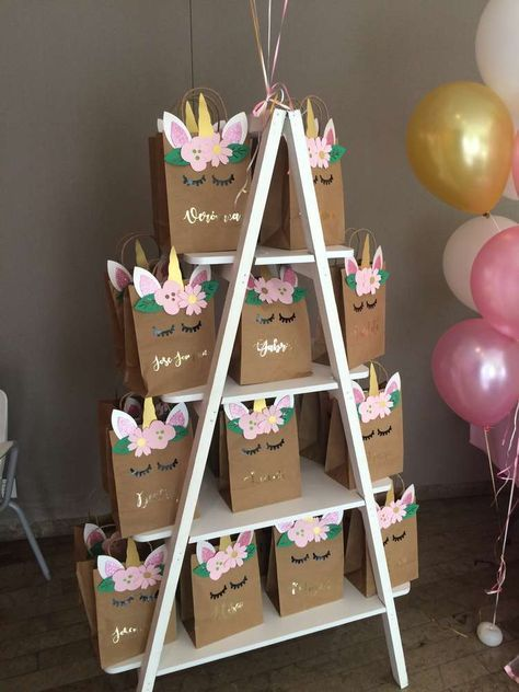 The party favors at this Unicorn Birthday Party are so cute!! See more party ide…