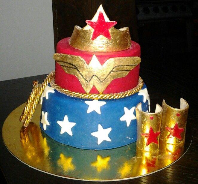 Torta mujer maravilla Sueños en ponque Pedidos Cel 3003108748 Bogota Colombia BPG Alimentaria