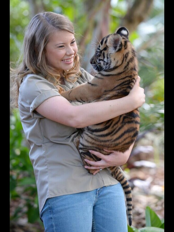 Bindi Irwin...she's so beautiful!