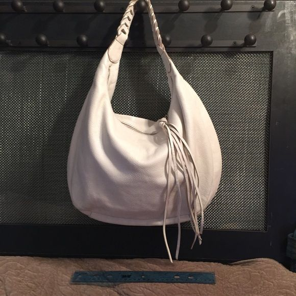 White Banana Republic bag tassel and braided strap Nice big white Banana republic thick leather hobo bag. In good shape lining is soiled. Outside is in great shape. Great spring purse,, thanks for looking! Banana Republic Bags Hobos