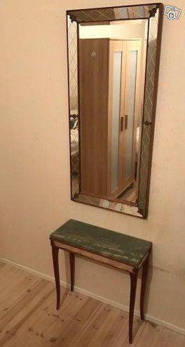 Mamma flyttar så jag hjälper henne att sälja lite möbler:  Grönt Marmor bord: 60x25x60 cm  (450kr) Matchande spegel till bordet: 53 x 115 cm (450 kr) Spegeln och bordet är ett set, men kan säljas separat. Pris för båda: 800kr  Ikea Garderob(mycket fi...