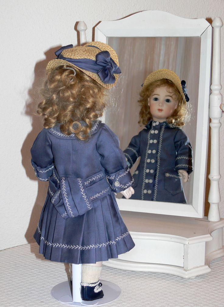 Reproduction Jumeau triste 35 cm robe manteau dos d'après patron de Gildebrief chapeau paille d'après gravures d'  époques