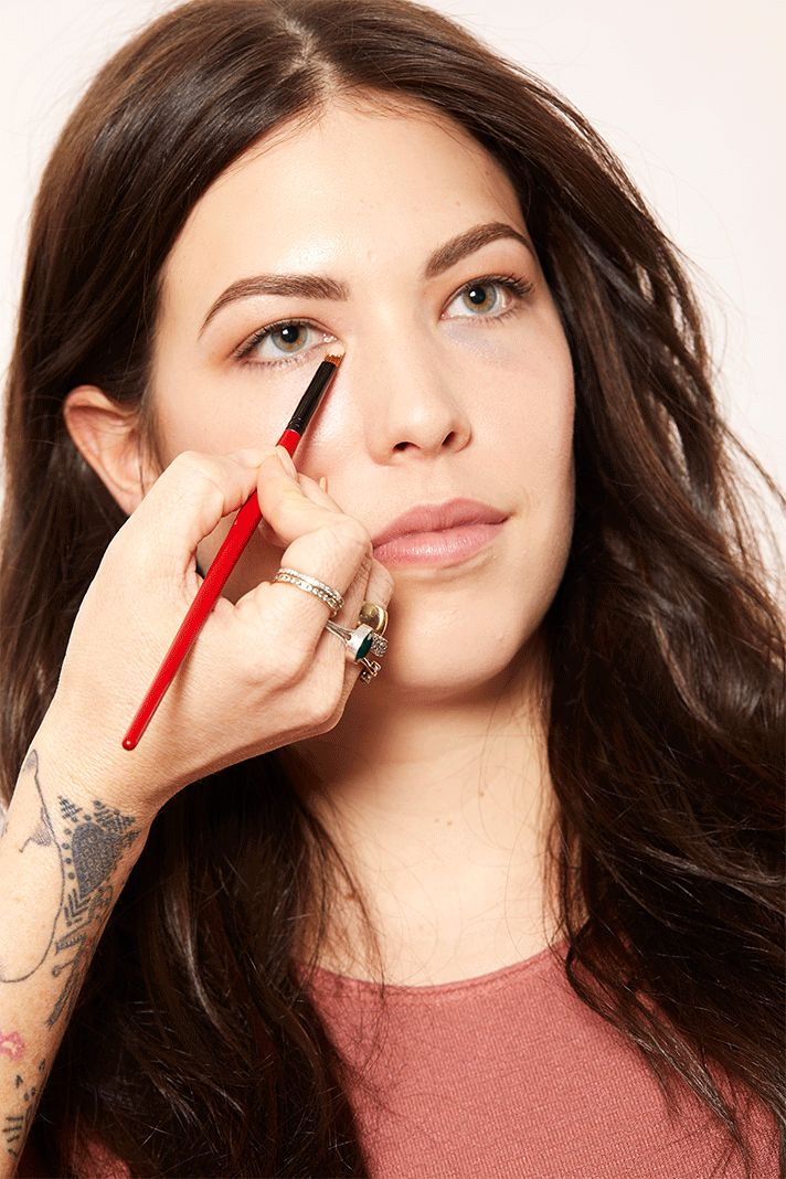 How to Apply Concealer for Dark Circles in 3 Easy Steps