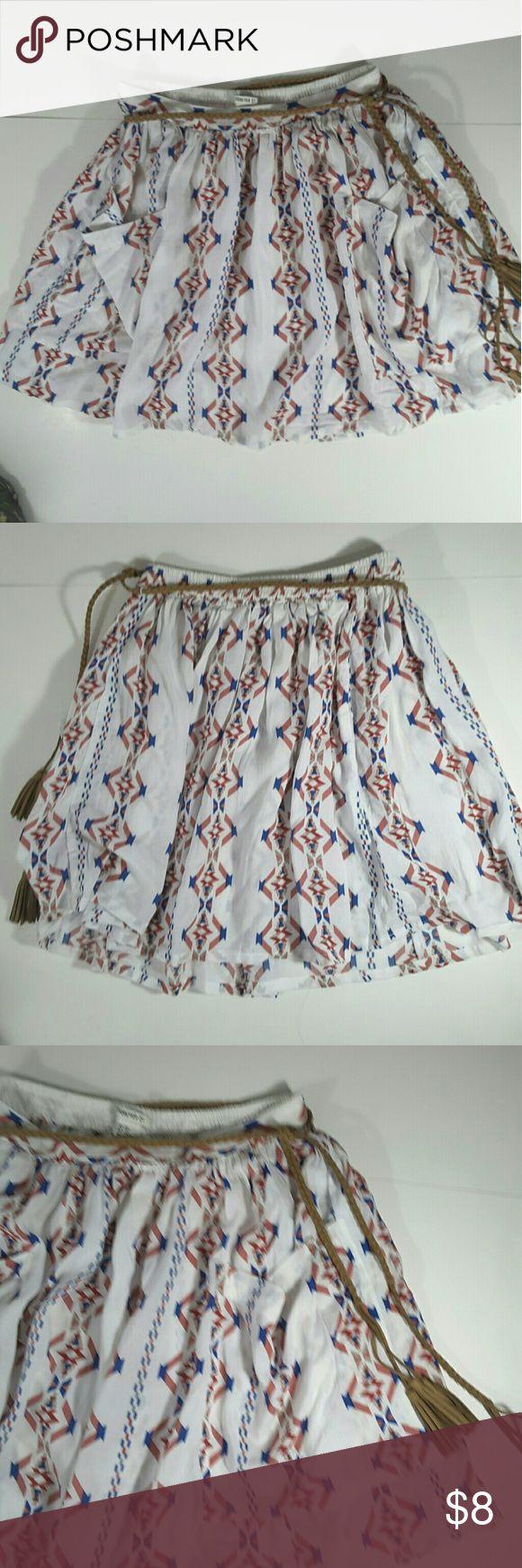 Forever 21 Aztec print skirt Never worn Aztec print skirt vegan swayed belt 2 pockets elastic waist on the back 14 inches long Forever 21 Skirts