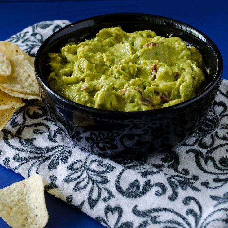 Chipotle's guacamole may add a few bucks to that burrito, but it sure tastes good. Thankfully, it's now possible to make it at home: Just in time for Cinco de Mayo, the chain has posted its official recipe.