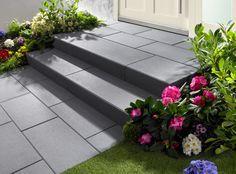 Vanity®-Stufen - Glanzvoller Auftritt. Mit Vanity-Stufen gestalten Sie Treppenanlagen, die zu modernster Architektur passen. Die samtig satinierte Trittfläche glitzert je nach Lichteinfall. Aha-Effekte garantiert. Die hochwertigen Stufen sorgen in Ihrer Gartengestaltung für viel Klarheit und Eleganz.