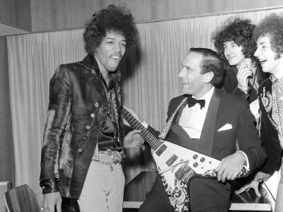 Google Image Result for http://cache2.allpostersimages.com/p/LRG/27/2739/CWSND00Z/posters/jimi-hendrix-with-jeremy-thorpe-leader-of-the-liberal-party-september-1967.jpg