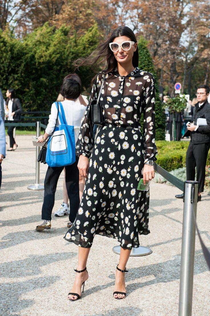 Giovanna Battaglia. Paris Fashion Week street style. Photo: Imaxtree.