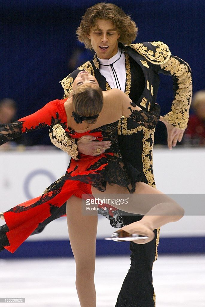 USA's Naomi Lang and Peter Tchernyshev compete in pairs figure skating at the 2002 Winter Olympics.