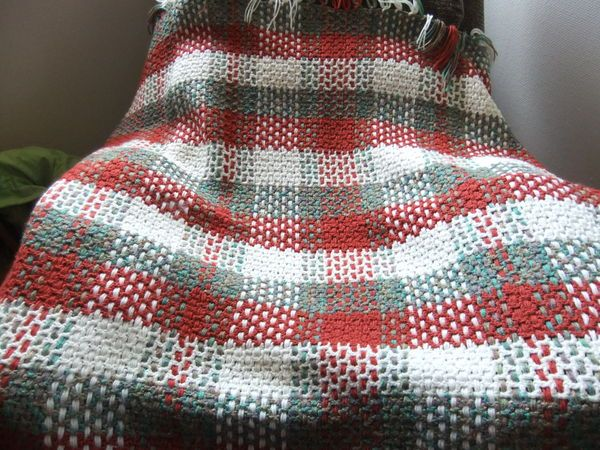 Free Pattern for a Woven Plaid Afghan from knittingparadise.com. This pattern is mesh crocheted, then strings of yarn are woven in.