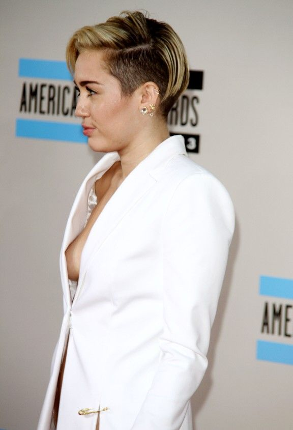 Miley cyrus nude bathroom selfie-2942