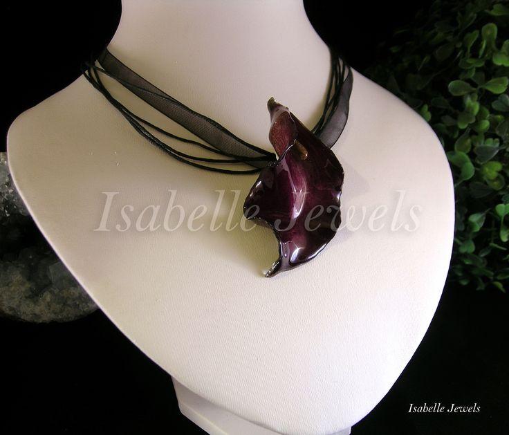 ❀ Pendente realizzato con una calla naturale, selezionata e vetrificata. minuteria argento 925.  Isabellejewels.com  #flowers #fiori #spring #gioielli #jewelry #jewellery #nature #natura #arts #arte #artistic #art #designer #artist #fashion #look #artwork #design #creative #artigianato #handmade #nice #pretty #italia #italy