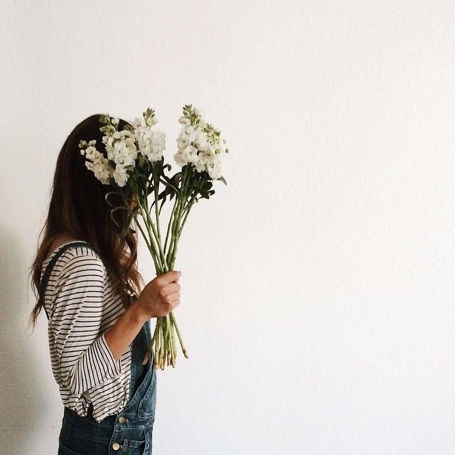 lattesandlayers:White flowers are my latest obsession. faceless portrait