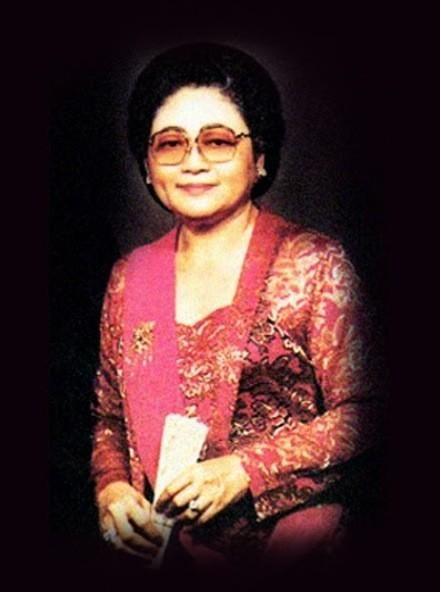 Ibu bangsa: lahir 23-8-1923. Penggagas TMII, RSAB,Perpustakaan Nasional,Taman Buah Mekar Sari. @HMSoeharto1921 pic.twitter.com/JvTl6qfFXn