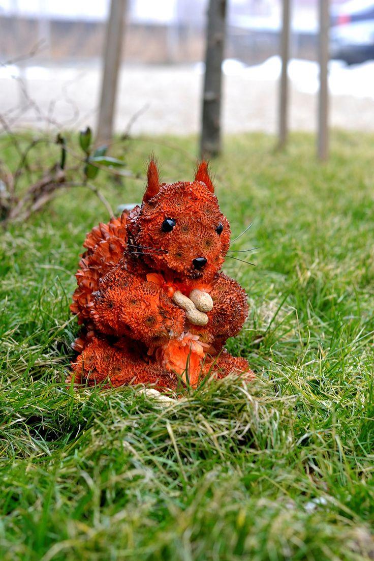 http://www.aranjamentedevis.ro/galerie-foto/figurine-din-flori/