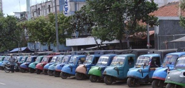 Bemo, one of old transportation model that still exist in Jakarta. :)