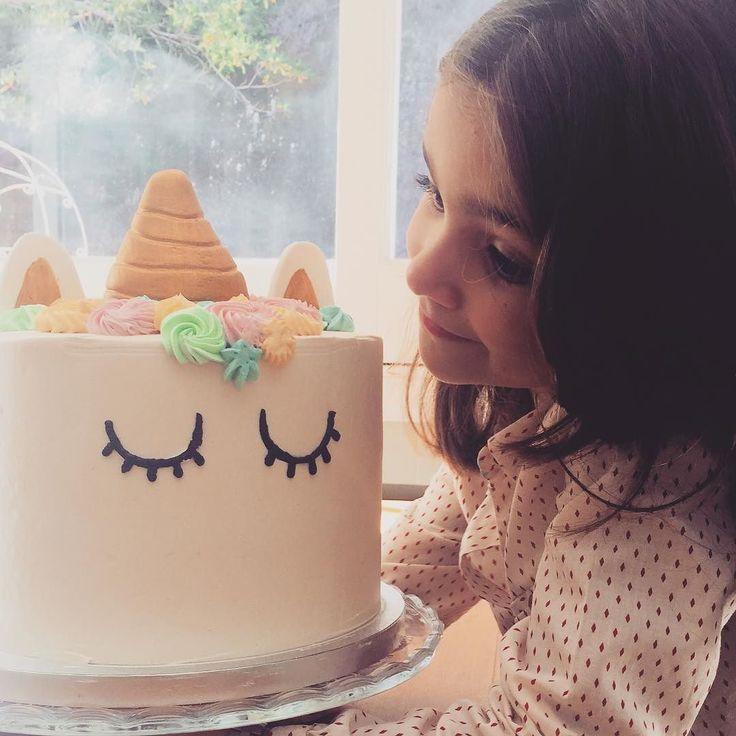 Fiestas y Unicornios en el Blog... el pastel de nuestras queridas @lolitabakery para Olivia y toda la colección de Unicornios hasta este miércoles o hasta agotar Stock (hoy ha voladoooo pero aún queda mucho!) todo con un 20% de descuento    Ahhh y además como siempre con envío gratis para España y Portugal península para pedidos sobre 30  . . . #lafiestadeolivia #fiestasbonitas #unicornparty #talkingtables #unicornios #fiestaunicornios #promociones #promo #enviogratis #fiestas #cumpleaños…