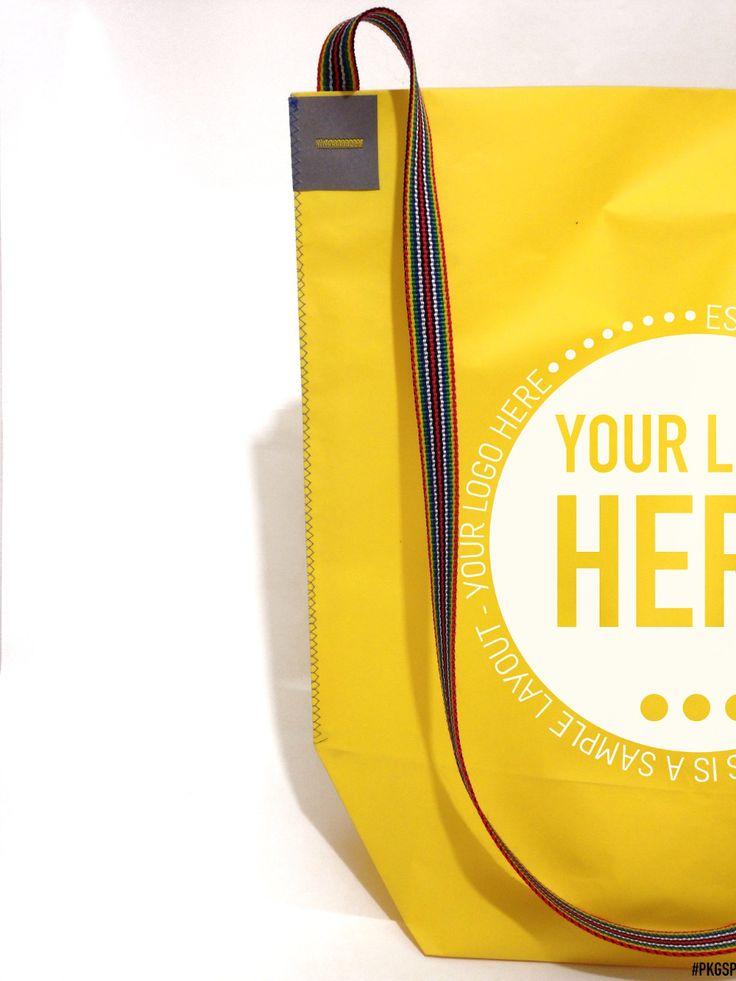 Shopping bag a forma di sacca trapezoidale con tracolla • Materiale: realizzate con pregiata carta colorata in pasta • Stampa: la shopper può' essere stampata ad 1 colore in lamina a caldo o in serigrafia su qualsiasi punto della superficie. Dimensioni massime stampa 20×20 cm • Maniglia: 1 fettuccia piatte lunghezza 150 cm colore a scelta tra i ns standard . Cartoncino colorato a vista e cucitura di rinforzo rattangolare + cuciture laterali. • PUOI SCEGLIERE IL COLORE DEI RINFORZI IN…