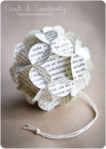 DIY How to Make 3D Paper Ball Ornaments {no adhesive needed} // http://www.howaboutorange.blogspot.se/2011/11/how-to-make-3d-paper-ball-ornaments.html