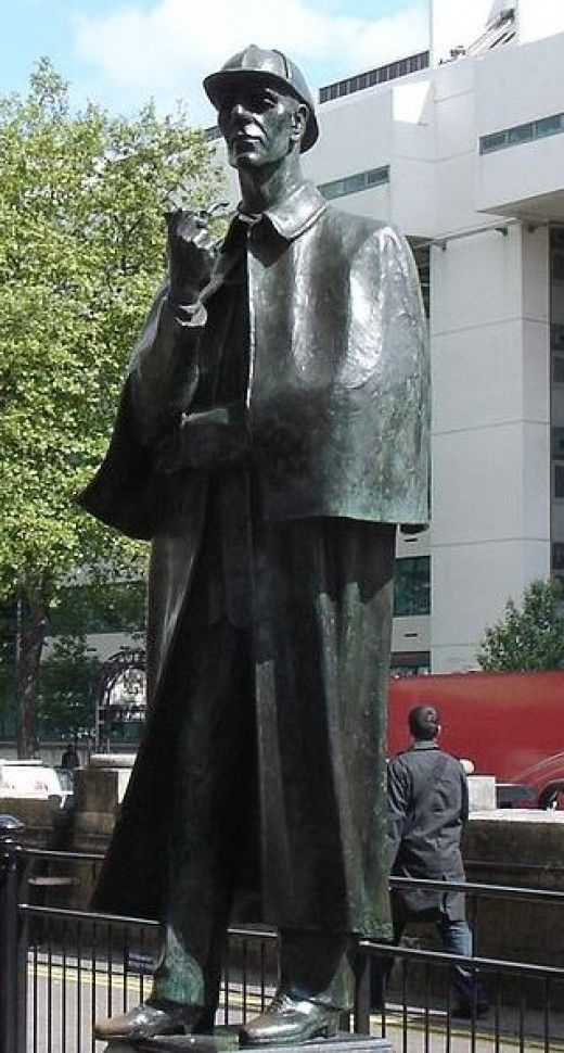 Statue of Sherlock Holmes outside of Baker Street Underground Station, London