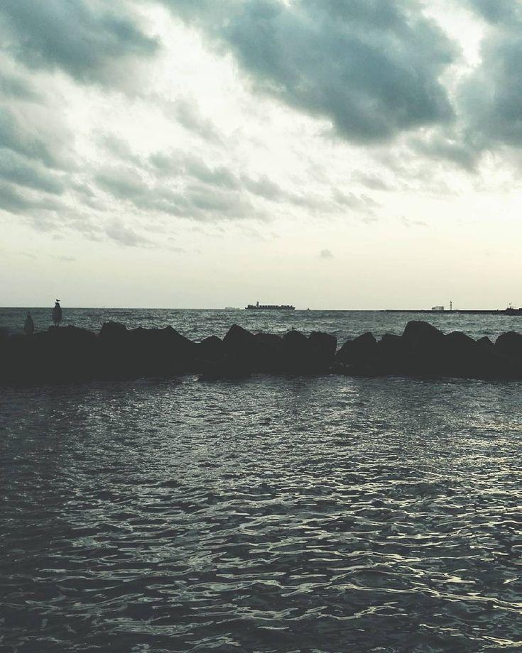 Traveling. #unangeloinviaggio  #italia #italy #campania #salerno #salernocity #salernopuntoit #viaggio #adventure #nature #naturelovers #travel #traveling #igtravel #travelgram #campanialovers #campaniadavivere #paesaggicampani #paesaggisalernitani #volgocampania #volgosalerno #igersitalia #paesaggi_italiani #igerscampania #igers_salerno #sud #mare #fotografia #livesalerno #living_europe