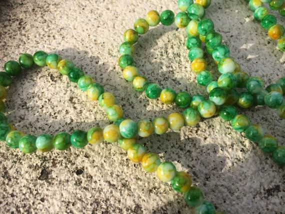6mm yellow & green mottled round glass beads - 30 beads on Etsy, 1,48€