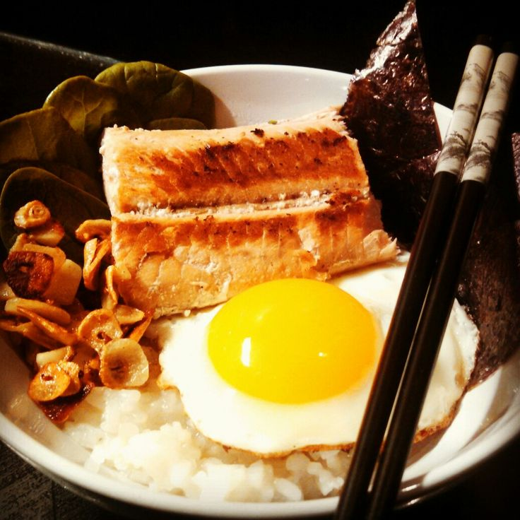 At 541 #calories, I made this #delicious #glutenfree #lowcalorie #asian inspired #dish; perfect to #eat on #colddays. What do you like to eat on cold days? Tune in for more #gf #cooking with #gfsonise! #eggs #rice #salmon #grilled #truecooks #chopsticks #garlic #ricebowl #foodporn #foodie #seaweed #healthy #wildsalmon #seafood #fish #homemade #instafood #japan #Japanese