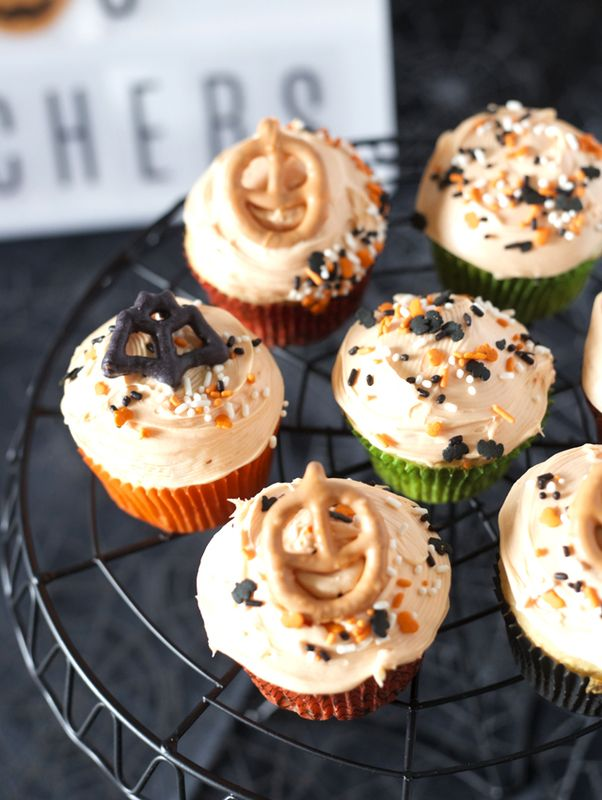 decorate-cupcakes-with-kids