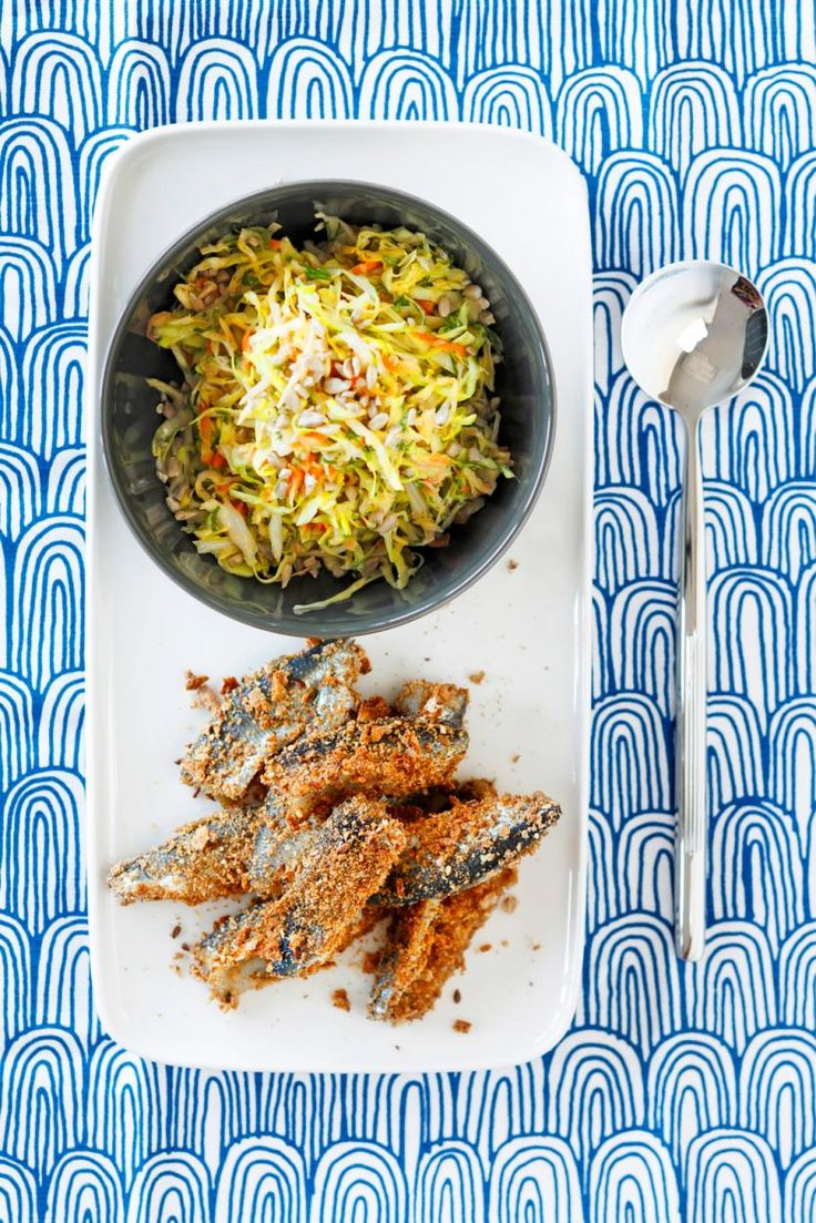 Kuorrutetut silakkafileet ja chili-coleslaw // Crispy Herring & Chili Coleslaw Food & Style Elina Jyväs Photo Joonas Vuorinen Maku 5/2014, www.maku.fi