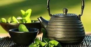 - TE' VERDE - Il Tè Verde contiene  vitamine e microelementi. Gli estratti di te verde vengono utilizzati nella cura della pelle per il loro potere antibatterico e calmante. Inoltre essi sono in grado di combattere la formazione di radicali liberi.