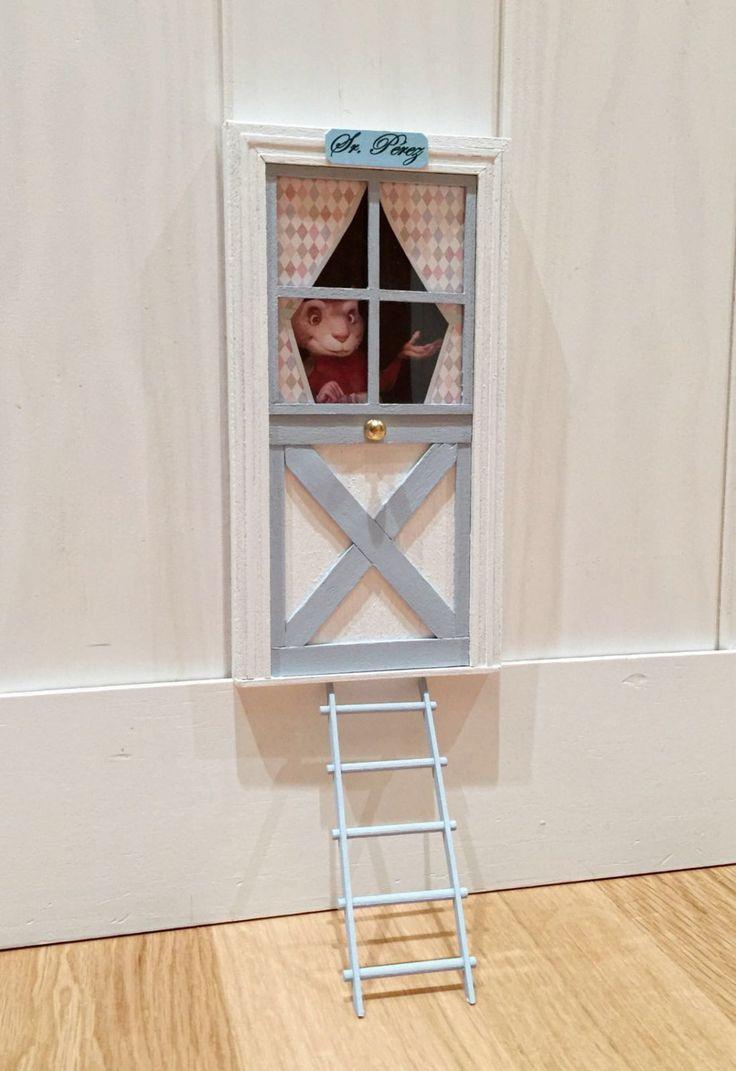 Puerta del ratoncito Pérez con el ratón en la puerta! de ColorfulWoodStore en Etsy