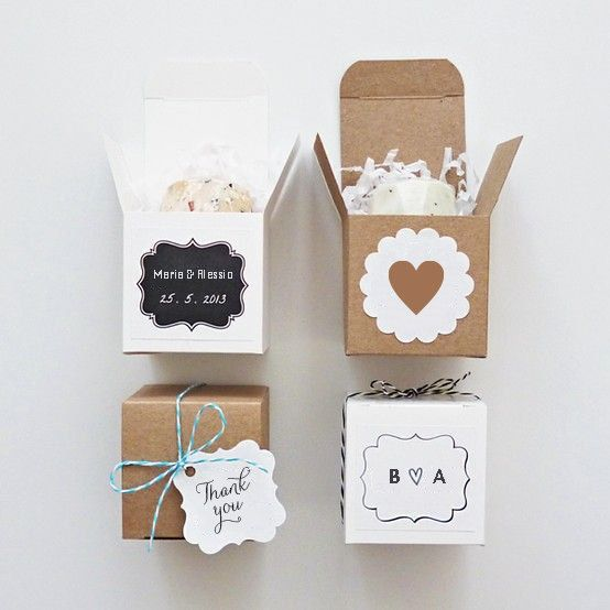 Per confezionare le vostre bomboniere, semplici scatoline arricchite di etichetta o tag personalizzata, dal design a scelta. La misura esterna