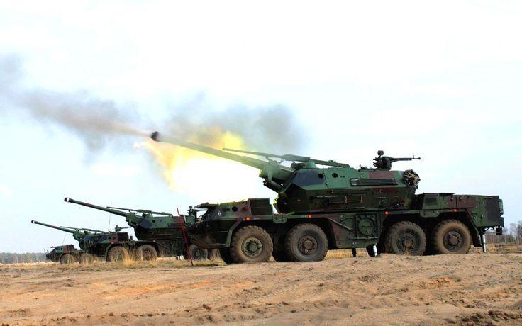 Polish 152 mm self-propelled howitzers Dana on battle stations
