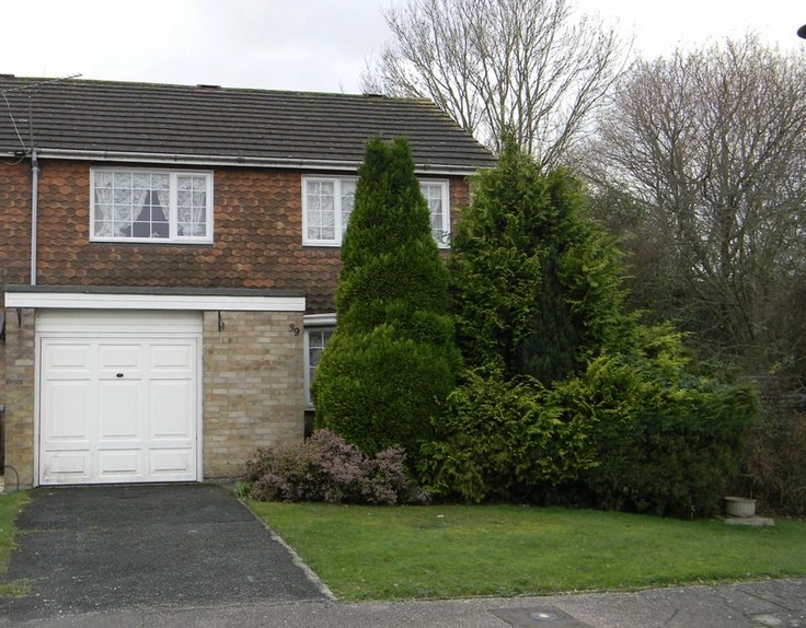 £235,000  3 Bedroom End Terrace House - Blackfold Road, Crawley, West Sussex, RH10 6LE Estate Agents