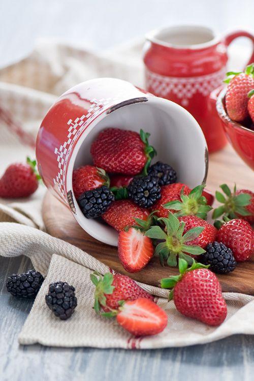 Strawberries and Blackberries by The Little Squirrel - Anna Verdina (Karnova)