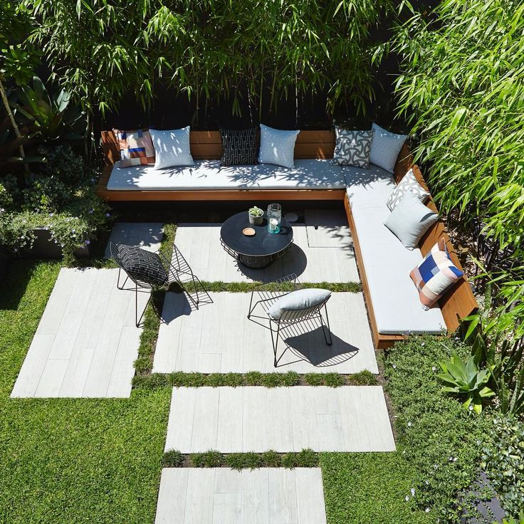 677 vind-ik-leuks, 21 reacties - Exotic Nurseries (@exotic_nurseries) op Instagram: 'Sundays | The perfect chill out spot, Bamboo for privacy, lush plants & a few afternoon drinks •…'