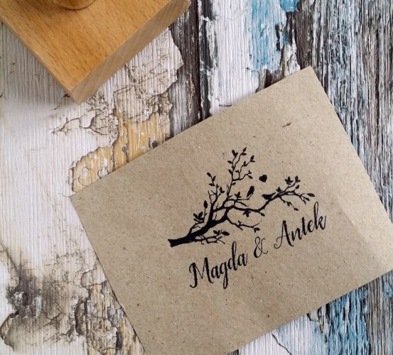 Piękny stempel ślubny z motywem gałązki i ptaków. Uroczy dodatek do ślubnej papeterii :)  Do kupienia w sklepie internetowym Madame Allure.