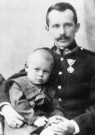 Su hermana Olga había muerto antes que él naciera. Su hermano mayor Edmund, que era médico, murió en 1932 por contagio de una enfermedad cuando curó a un hombre de condición humilde.  Junto con su padre, Karol se trasladó a Cracovia para iniciar sus estudios en la Universidad Jagellónica. Su padre, un suboficial del ejército polaco, murió en 1941 durante la ocupación de Polonia por la Alemania Nazi.