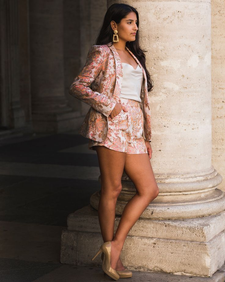 """Shabana De La Rosa on Instagram: """"When in Rome... 📸@jay_arsenault #ootn #outfit #outfitoftheday #fashion #lookoftheday #lookdujour #fashionblogger #WFB #quebecblogger…"""""""