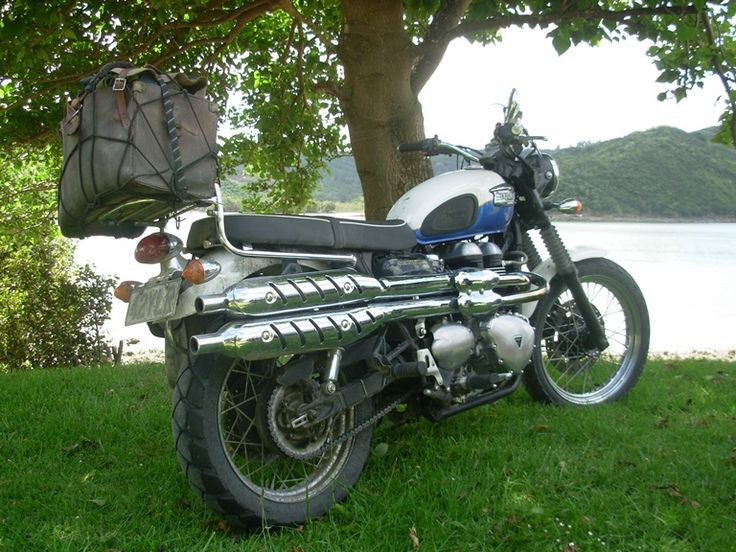 The Triumph Scrambler waits patiently while her owners have lunch beside the lake.