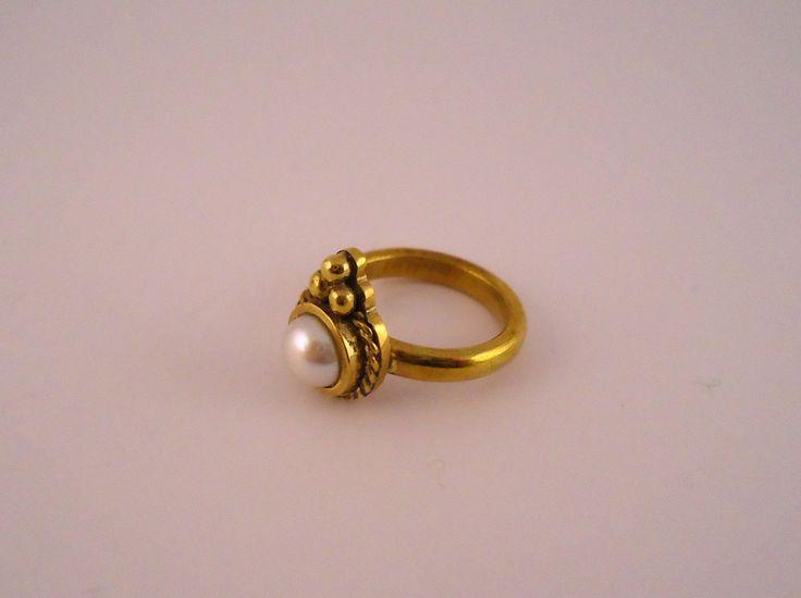 san valentino,anello Crown,ottone,anello fatto a mano,anelli artigianali,anello in ottone,anello con perla,anello ragazza,anello boho di Primordi su Etsy