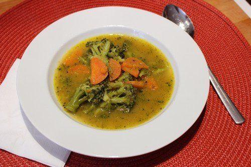 Brokkoli-sárgarépa leves
