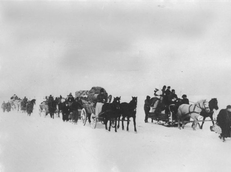Am 12. Januar 1945 begann die Rote Armee ihre Winteroffensive, die in der Besetzung Deutschlands und im Verlust der Ostgebiete mündete. Als erste deutsche Provinz wurde Ostpreußen besetzt. Die meisten der 2,5 Millionen Ostpreußen machten sich im Treck auf die Flucht, die zum Teil über das Eis des zugefrorenen Frischen Haffs führte.