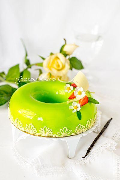 """Рецепт: Муссовый торт """"Клубника-Ваниль-Базилик"""" Mirror glaze"""