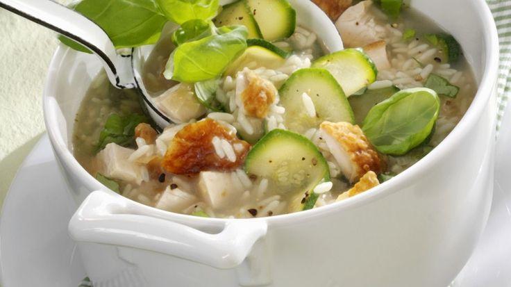 Ein leichter und leckerer Eintopf für Reisliebhaber - Hähnchen-Reis-Eintopf mit Zucchini | http://eatsmarter.de/rezepte/haehnchen-reis-eintopf-mit-zucchini