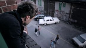 """Clueso - Du bleibst   Musikvideo zur Single """"DU BLEIBST"""" aus dem Album """"AN UND FÜR SICH"""" (Regie: Baris Aladag)"""