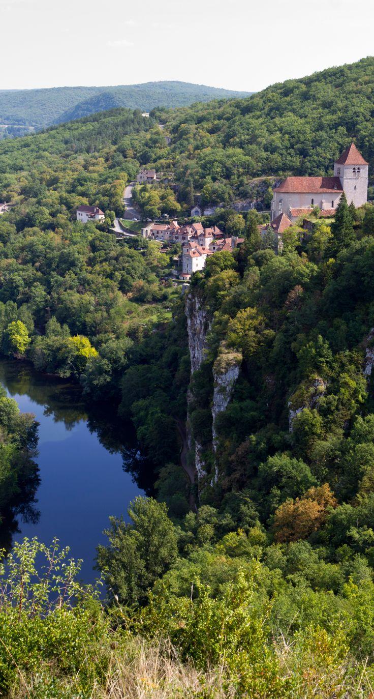 Saint-Cirq-Lapopie, le charmant village médiéval accroché à une falaise