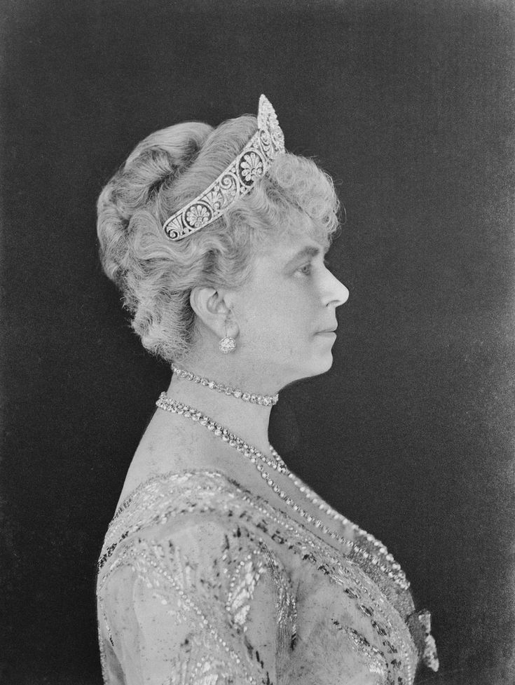 | THE GLOUCESTER HONEYSUCKLE TIARA | Queen Mary of Great Britain (1867-1953) gave the tiara to her daughter in law, Princess Alice Duchess of Gloucester, as a wedding present in 1935. She gave it with yet another central element: a diamond honeysuckle which matches the rest of the tiara's motifs. The Honeysuckle Tiara is now worn by the current Duchess of Gloucester, Birgitte. | H.M. Queen Mary of The United Kingdom, née Princess of Teck (1867-1953) wearing THE GLOUCESTER HONEYSUCKLE TIARA |