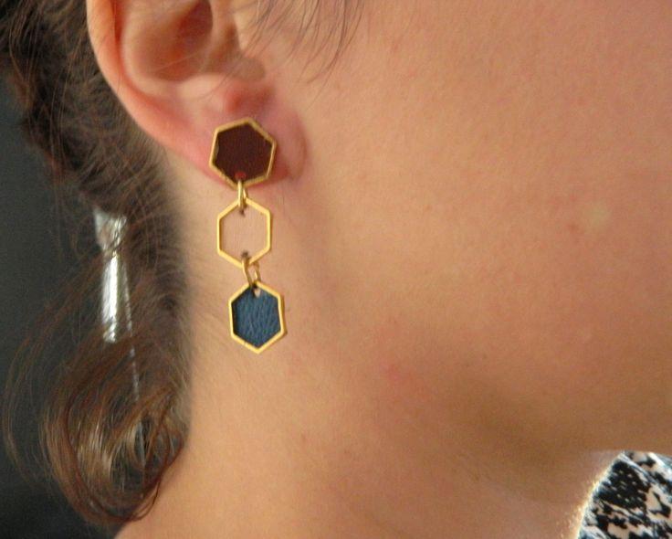 """Boucles d'oreilles en cuir modèle """" hexagone"""" trois couleurs bleu, marron et nude : Boucles d'oreille par azantymariage"""